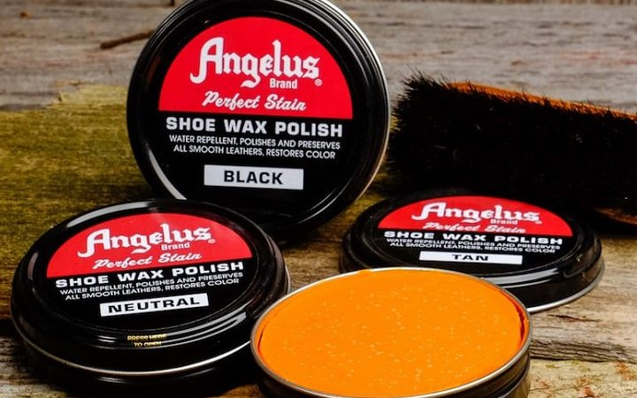How does shoe polish work