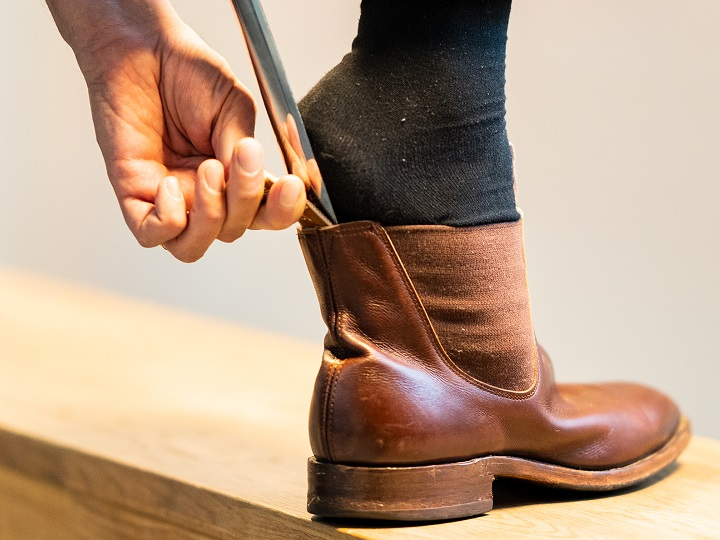 How to Use a Shoe Horn