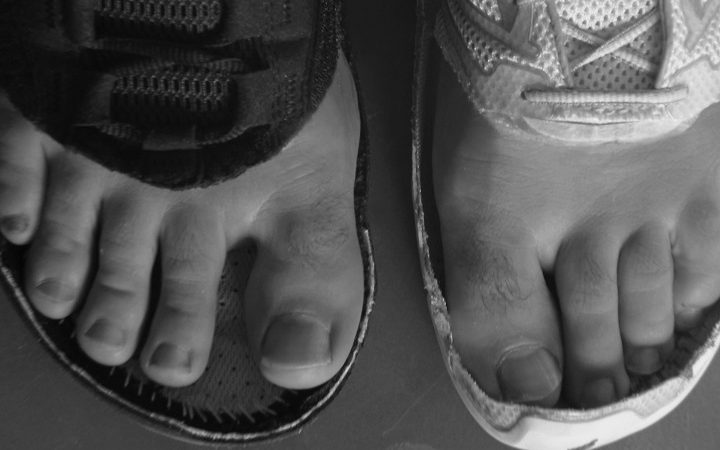 How to stretch the toe box of your shoe