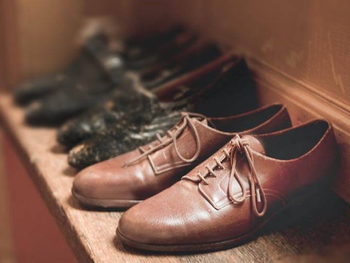 How to Fix Cracked Leather Shoes